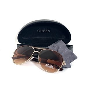 🕶 New GUESS Sunglasses + Case